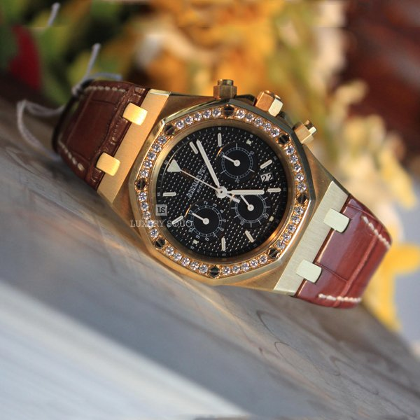 AUDEMARS PIGUET ROYAL OAK CHRONOGRAPH (CUSTOMIZED DIAMOND BEZEL) WATCH